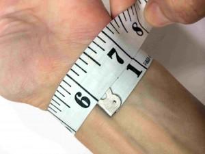 Measuring wrist size