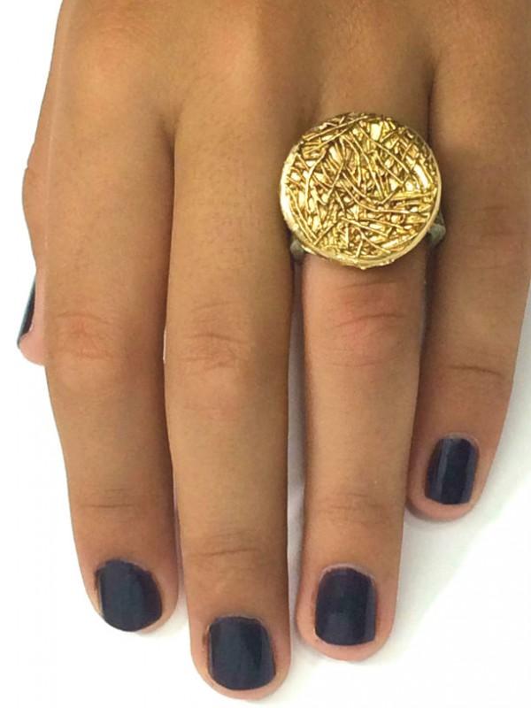 טבעת עור עם אלמנט קן ציפור מוזהב